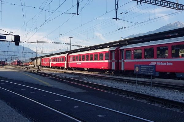 13 Bahnhöfe im Kanton Graubünden mit Ladesäulen für Elektroautos