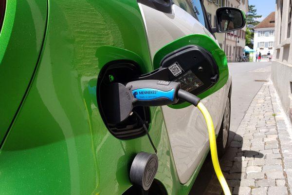 Ökostrom fürs Elektroauto: Wie grüner Strom sichergestellt werden kann