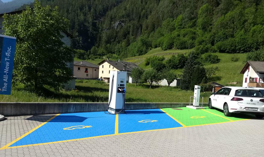 Parkplatz Ladestation Valposchiavo Plug'n Roll